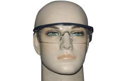 Schutzbrillen und Helme